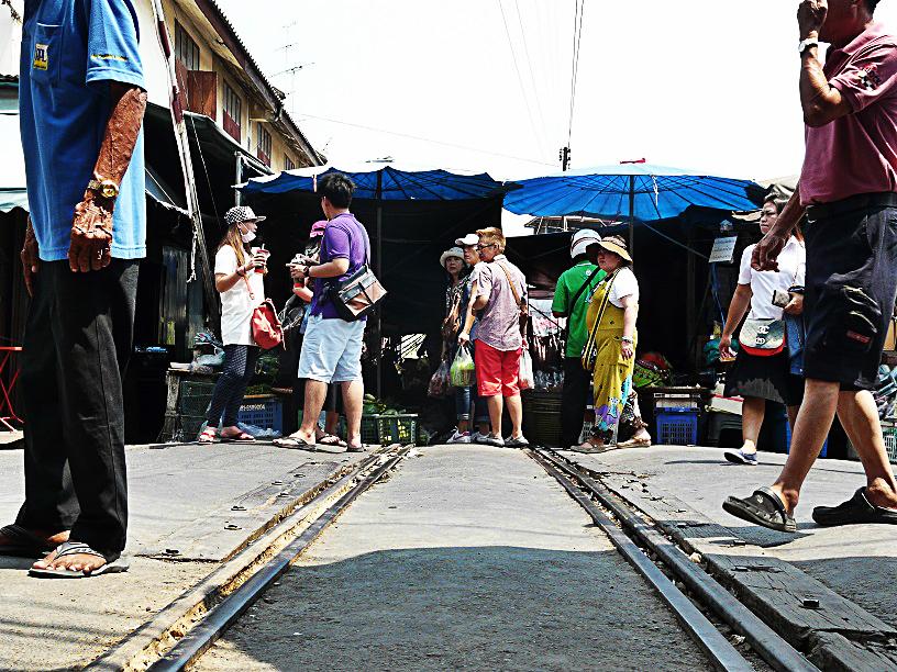 Mercato treno Bangkok Thailandia